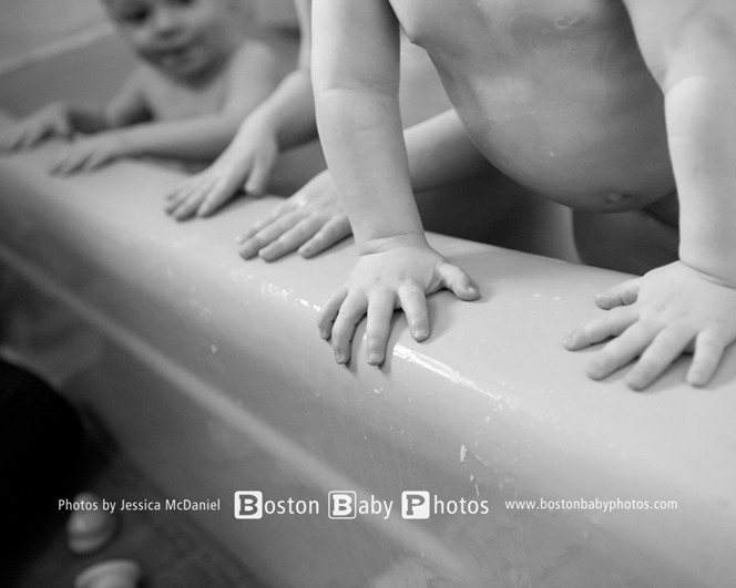 Dedham, MA Twins Photographer: Tub time is the best time