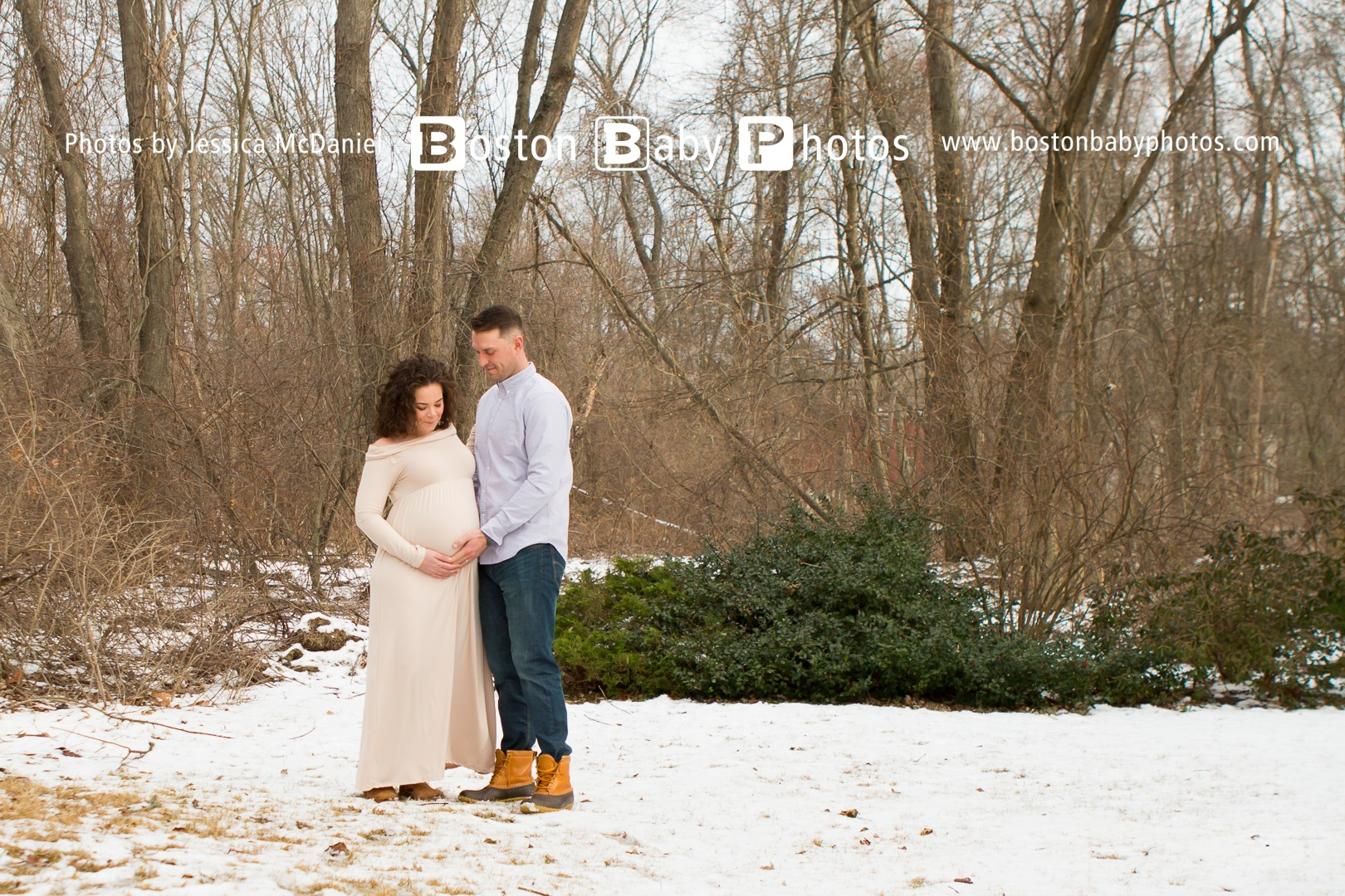 A Snowy Maternity Minishoot at home in Ashland, MA